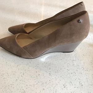 Shoes - Calvin Klein Size 10 M Women's Bala Winter Taupe